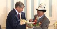 Медаль и цветы от Атамбаева ветеранам к юбилею Победы в ВОВ