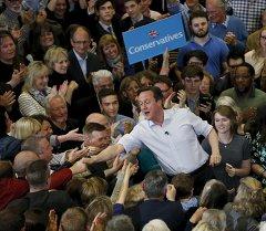 Дэвид Кэмерон на выборах. Архив