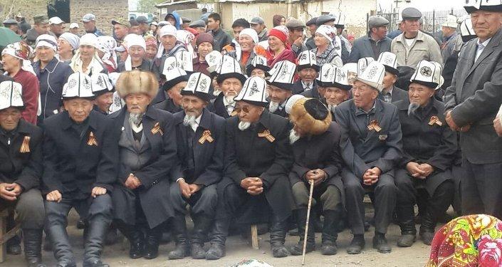 Средства на открытие комплекса собрали когартинцы, проживающие в разных уголках республики, а также в Казахстане, России и Германии.