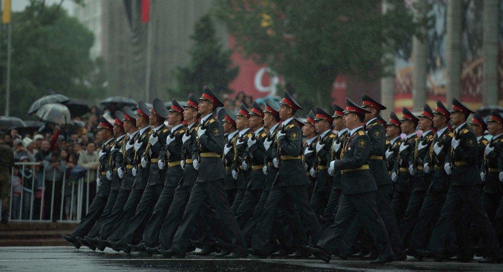 Бишкек шаарында болгон аскердик парад. Архив