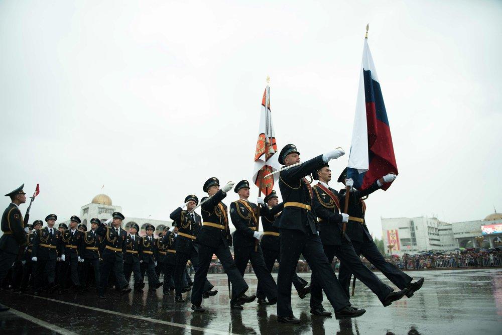 Майрамдык парадда ЖККУнын Канттагы авиабазасынын аскерлери да өттү.