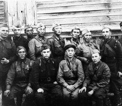 Кыргызстанцы — участники боев на Закавказском фронте. 1942 год. Архивное фото