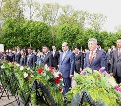 Берлинде 1945-жылы курман болгон кыргыздардын аты жазылга такта орнотулду