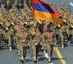 Военнослужащие Вооруженных сил Армении во время военного парада. Архивное фото