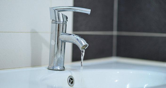 Кран, с которого течет вода. Архивное фото