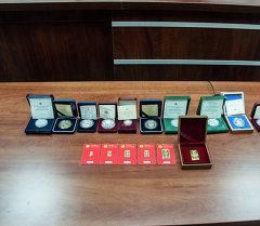 Коллекциялык сейрек монеталар менен уникалдуу номерлүү алтын куймалар. Архив