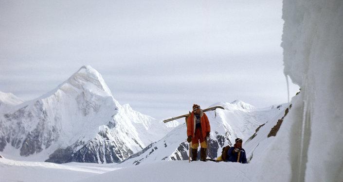 Альпинисты на леднике Иныльчек. Архивное фото