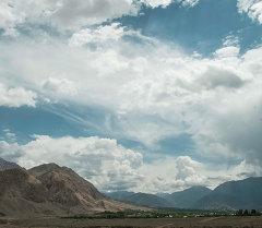 Когда смотришь на облачное небо, воображение рисует картины одну за другой.