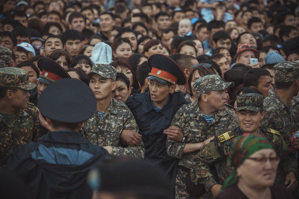 Безопасность на концерте обеспечивали сотрудники милиции.
