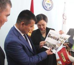 Ош шаарынын мэри Айтмамат Кадырбаев Кытайдан келген делегациясы менен