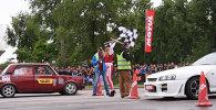 Рев двигателя, жженые покрышки и красавицы на автослаломе в Бишкеке