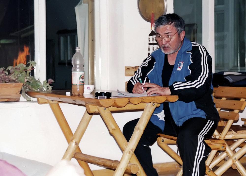 Основатель компании Шоро Табылды Эгембердиев в домашней обстановке