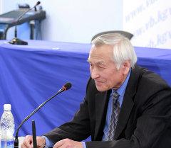 Журналист Кенжалы Сарымсаков. Архив
