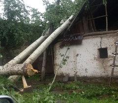 Последствия от ураганного ветра в Кара-Кульджинском районе