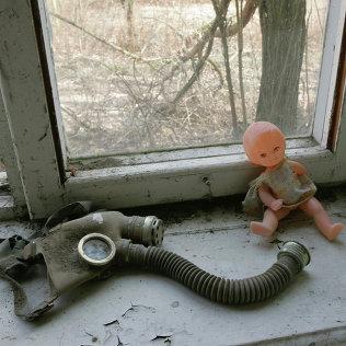 Кукла и противогаз. Архив
