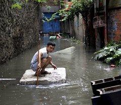 Более 700 тысяч человек пострадали от наводнения в провинции Хунань и Гуанси-Чжуанском автономном районе.