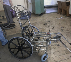 Кыргызстандык Жеңишбек Райымбековго атайын коляска берилди. Архив