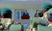 Президент Алмазбек Атамбаев куттуктоо сөз учурунда. Архив