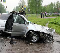 Санкт-Петербург – Невель автожолунда жүк ташуучу DAF менен Mazda MPV автонуаасы таңкы 4:35тер чамасында кагышкан.