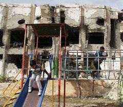 Дамаск шаарында ойногон балдар. Архивдик сүрөт