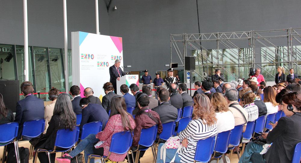 В выставке на ЭКСПО-2015 в Милане с кыргызской стороны принял участие вице-премьер-министр Валерий Диль.