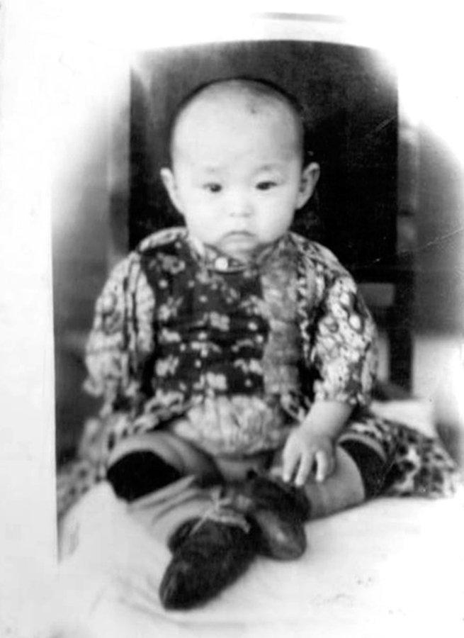 Худощавый малыш с проницательным взглядом китайского мудреца...