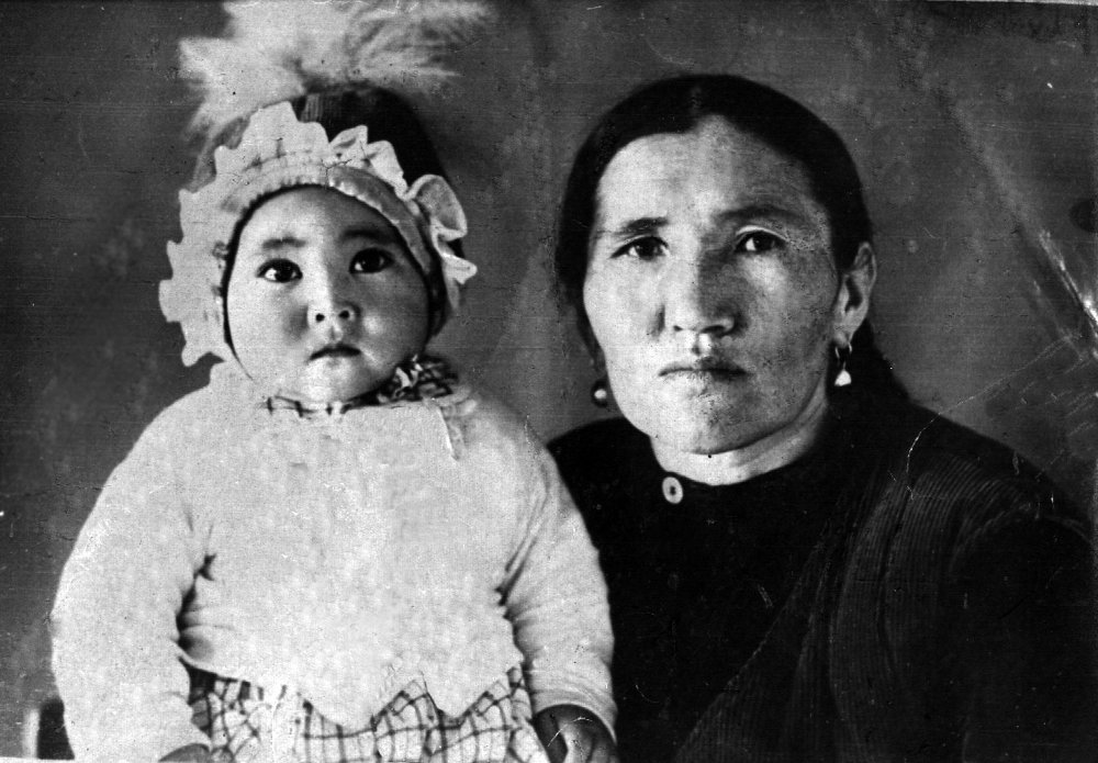 Бабушка назвала ее в честь героини полюбившейся ей кыргызской оперы.
