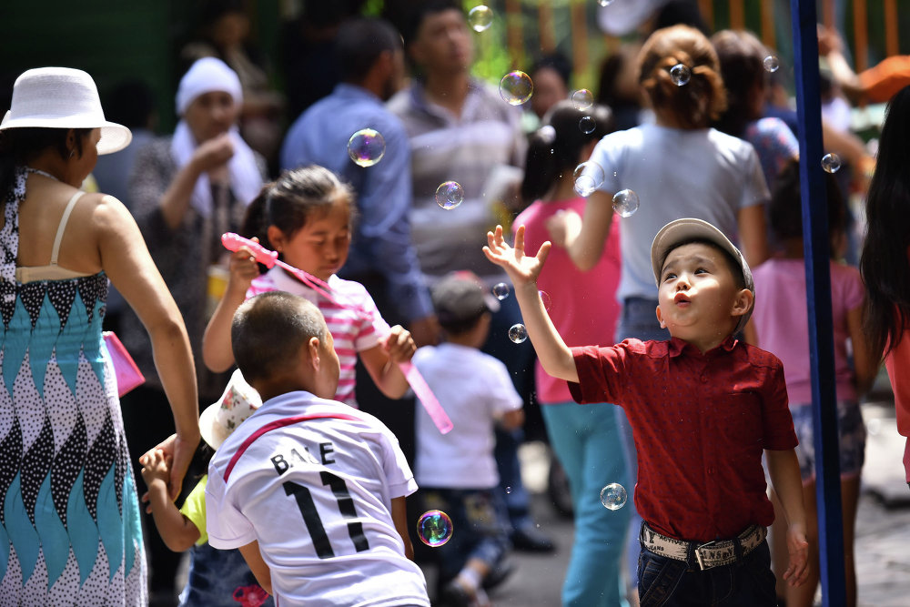 Балдарды коргоонун эл аралык күнү Бишкекте белгиленди.