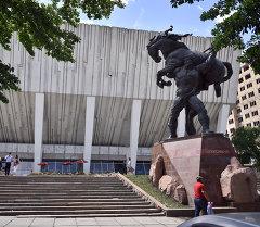 Каба уулу Кожомкул атындагы спорт ордосу. Архив