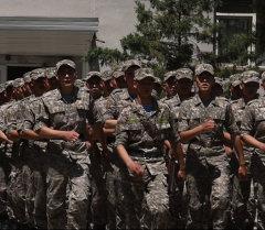 Улуттук Гвардиянын жоокерлери Таластык кызды созушту