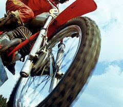 мотоциклчен киши. Архив