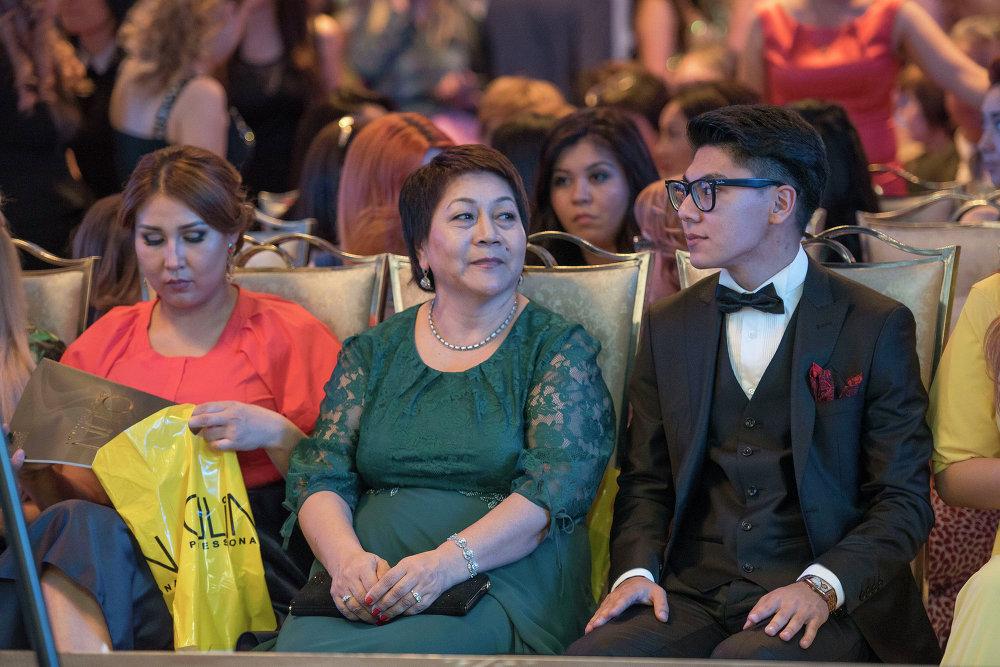 Fashion Show-2015 иш-чарасына чакырылган меймандар Бишкекте.
