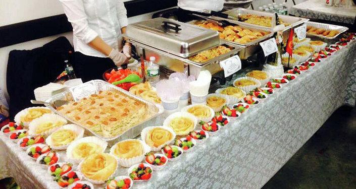 Блюда кыргызской национальной кухни, самсы, хворост, а также блюда народов, проживающих в республике