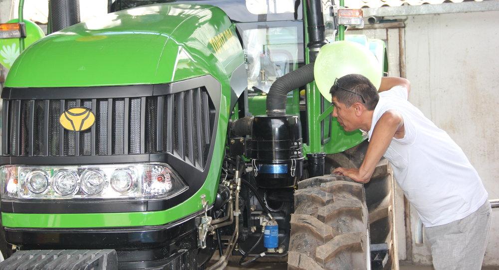 TOPOZ трактору. Архив