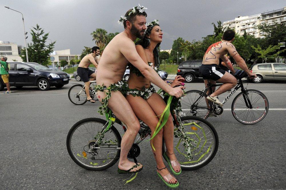 В греческих Салониках прошел голый велопробег