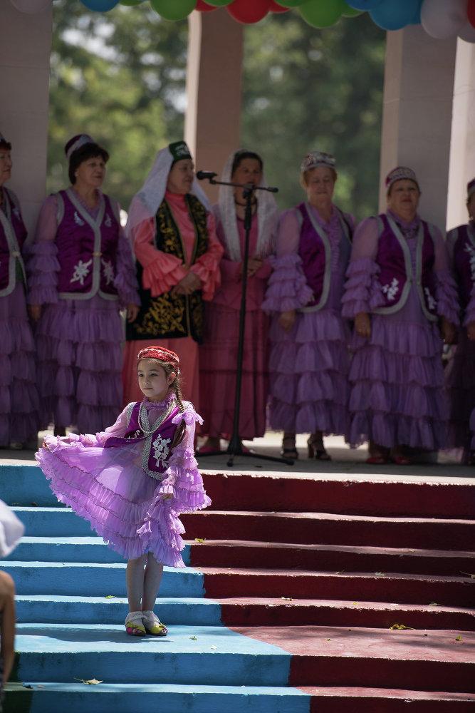 По случаю Сабантуя в Бишкеке прибыли артисты (группа) из Казани.