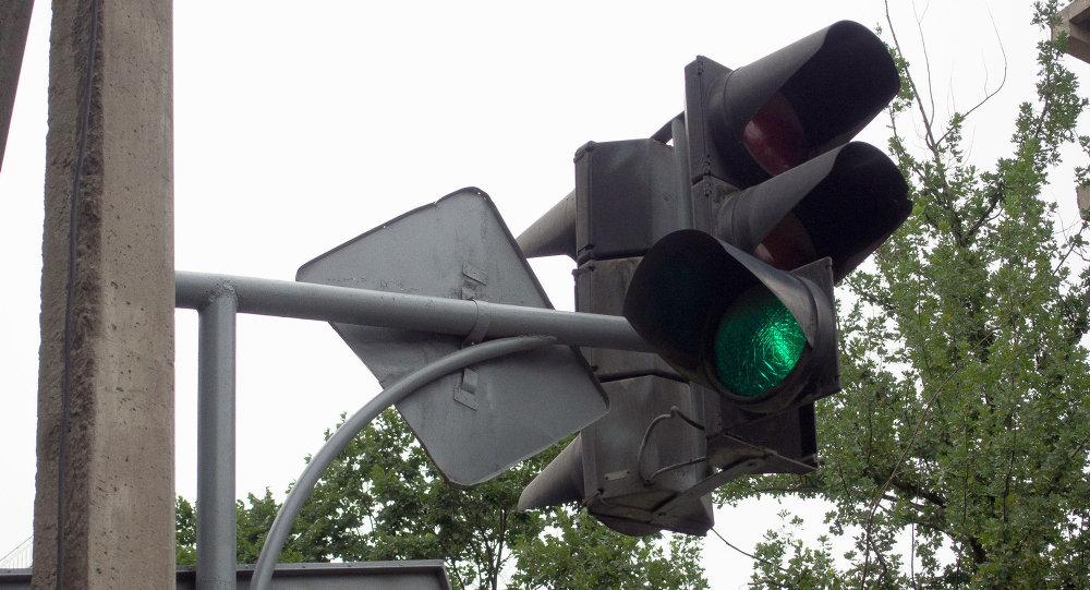Не работающий светофор на одном из улиц Бишкека.