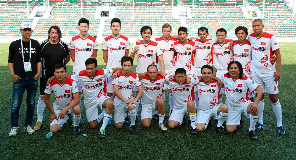 Сборная артистов Кыргызстана по футболу. Архивное фото