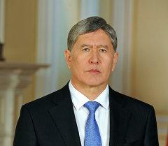 КР президенти Алмазбек Атамбаевдин архивдик сүрөтү