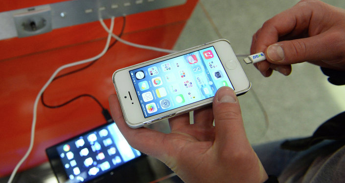 Зарядная станция для мобильных гаджетов. Архивное фото