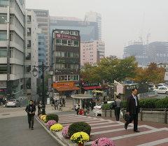 На одной из улиц города Сеула. Архивное фото