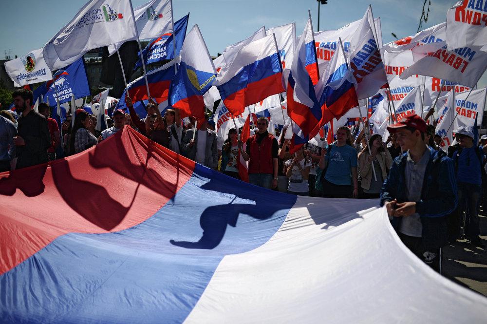 В Новосибирске прошли праздничное шествие и митинг, в котором приняли участие около 5 тысяч человек.