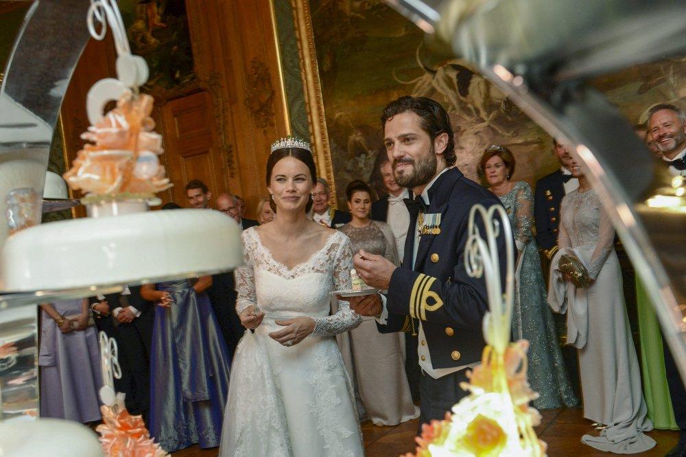Шведский принц Карл Филипп женился на бывшей модели Софии Хелльквист.