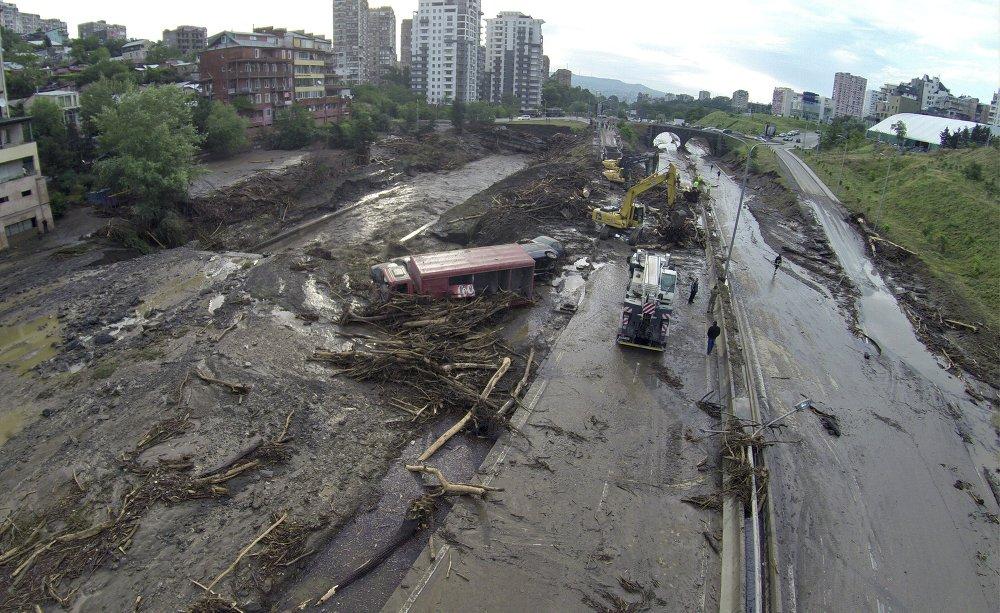Жертвами наводнения в Тбилиси стали 12 человек.