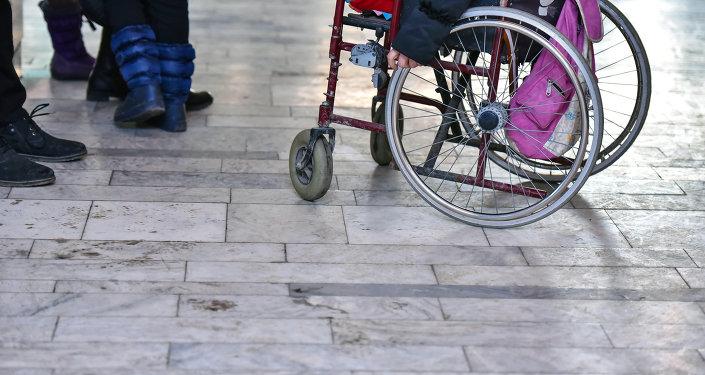 Мальчик на инвалидной коляске. Архивное фото
