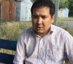 Коллега Тилека Шабаева, сидевший рядом с ним в момент его убийства, рассказал корреспонденту Sputnik подробности случившегося в четверг.