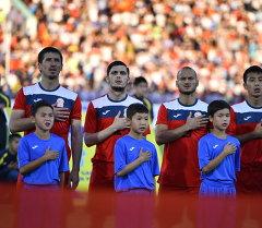 Кыргызстандын футбол курама командасы оюн алдында. Архив