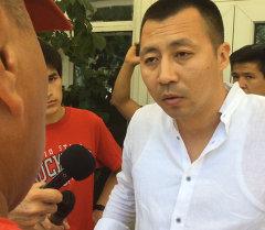 Болельщики, заранее купившие билеты на матч Кыргызстан-Австралия прибыли в офис Федерации футбола Кыргызстана с требованиями объяснить, почему ворота на стадион оказались закрытыми.