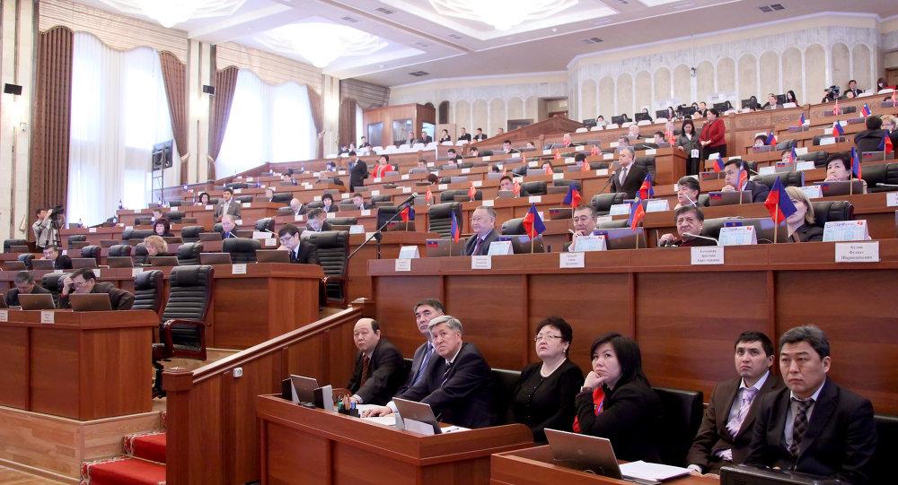 Парламент жума күнү да пленардык жыйын өткөрөт