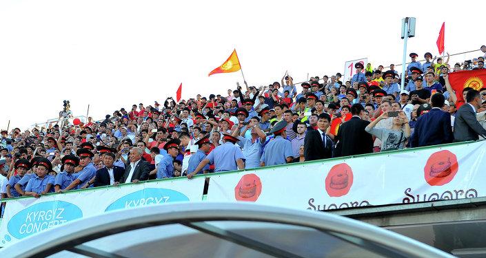 Зрители на трибуне на матче Кыргызстан–Австралия. Архивное фото
